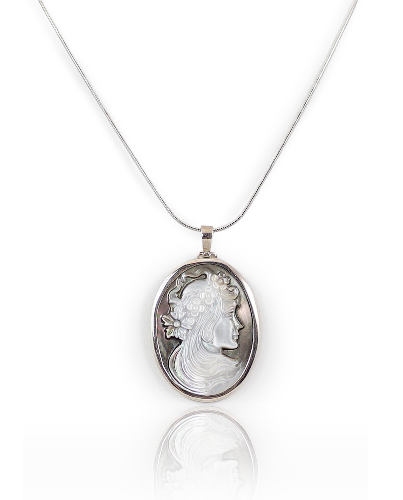 Vintage cameo pendant mother of pearl cameo pendant huongs jewellery vintage cameo pendant mozeypictures Choice Image